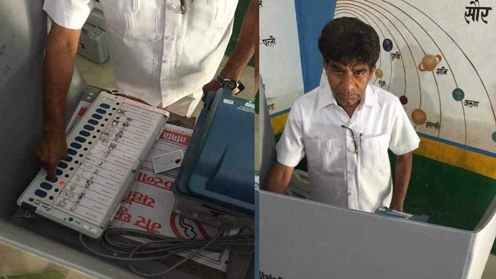 अकबरपुर लोकसभा सीट: कांग्रेस प्रत्याशी राजाराम पाल ने वोट देते समय जमकर तोड़े नियम