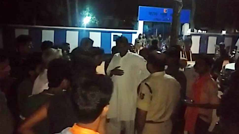 मिदनापुर: BJP प्रत्याशी को TMC वर्करों ने रात के अंधेरे में बनाया बंधक, जैसे-तैसे रिहा कराई गईं