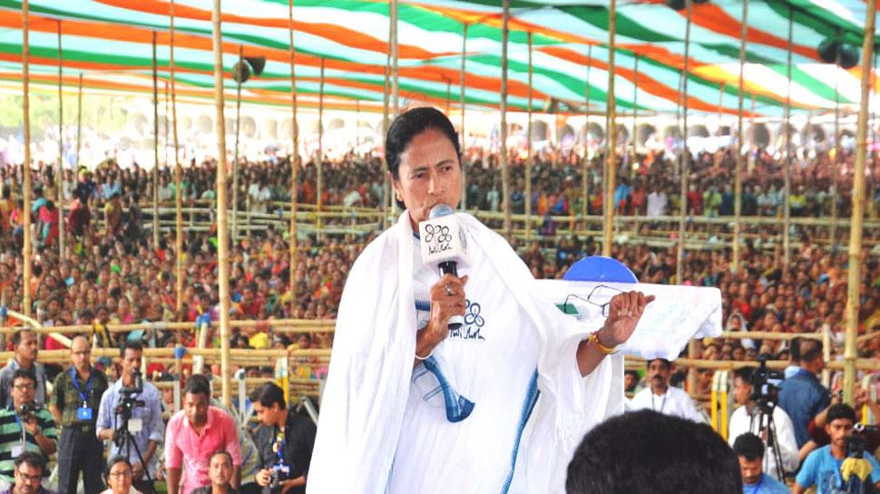 चुनाव आयोग को प्रधानमंत्री और केंद्रीय मंत्रियों के वाहनों की भी जांच करनी चाहिए: ममता बनर्जी