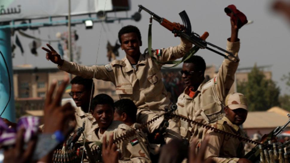 सूडान में हिंसक झड़प में एक मेजर और चार प्रदर्शनकारियों की गोली मारकर हत्या