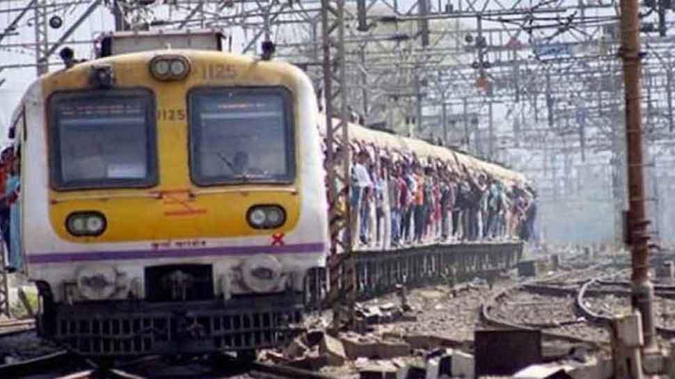 मोबाइल चोरों के लिए किसी खजाने से कम नहीं मुंबई लोकल, सामने आए चौंकाने वाले आंकड़े