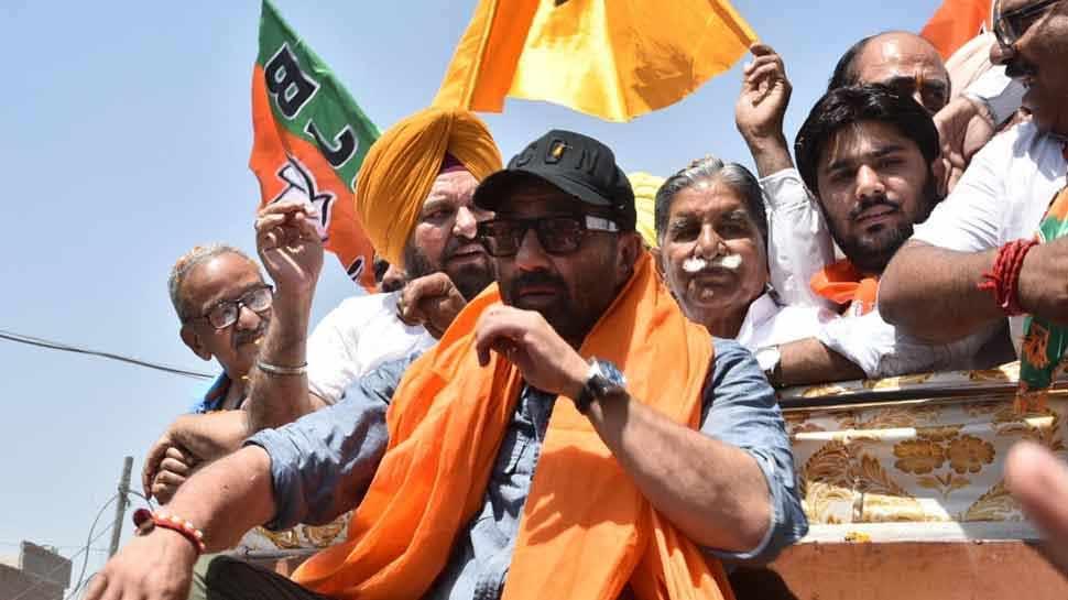 सनी देओल बोले, 'पापा पीएम वाजपेयी के साथ थे, मैं प्रधानमंत्री नरेंद्र मोदी के साथ हूं'
