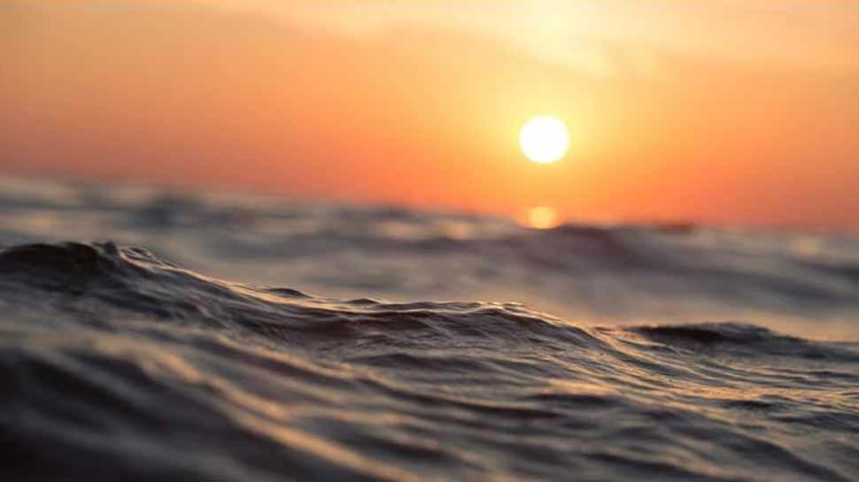 VIDEO: समुद्र की सबसे गहरी जगह में नेवी ऑफिसर ने लगाया गोता, मिला कुछ ऐसा कि जानकर हो जाएंगे हैरान