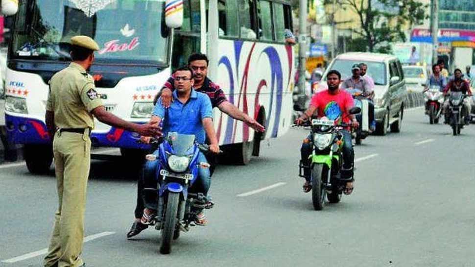 यूपी के इस शहर में बिना हेलमेट बाइक चलाने वालों को नहीं मिलेगा पेट्रोल