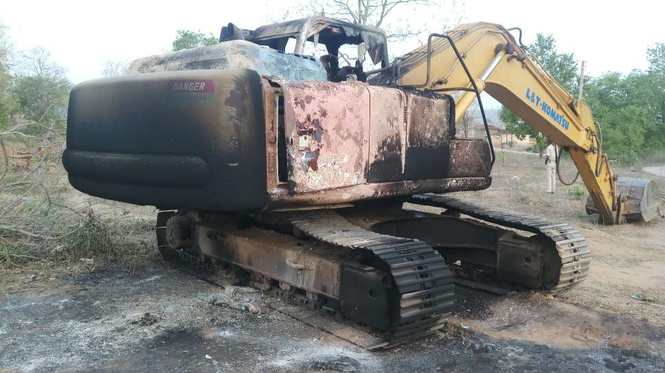 बिहार: नक्सलियों ने सड़क निर्माण में लगी मशीन फूंकी, छानबीन में जुटी पुलिस