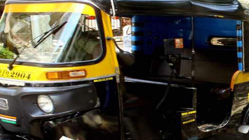 मुस्लिम ऑटो चालक ने कर्फ्यू तोड़कर हिंदू महिला को पहुंचाया अस्पताल, बच्चे का नाम 'शांति' रखा गया