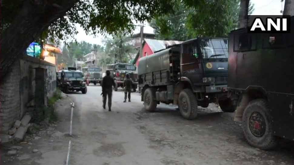 जम्मू-कश्मीर: पुलवामा में सुरक्षाबलों ने ढेर किए 3 आतंकी, 1 जवान शहीद, 2 घायल