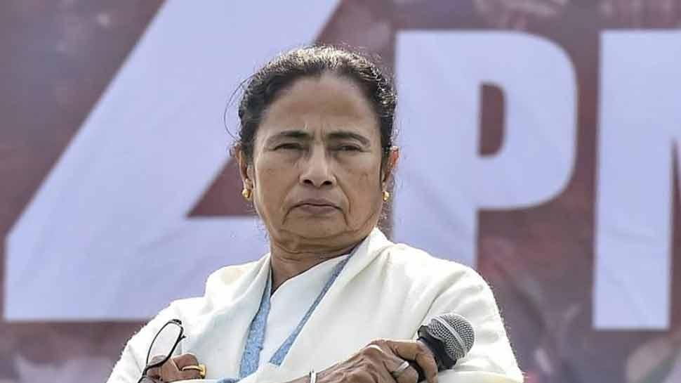 ममता बनर्जी ने बांग्लादेश से आए लाखों घुसपैठियों को बंगाल में संरक्षण दिया : शिवसेना