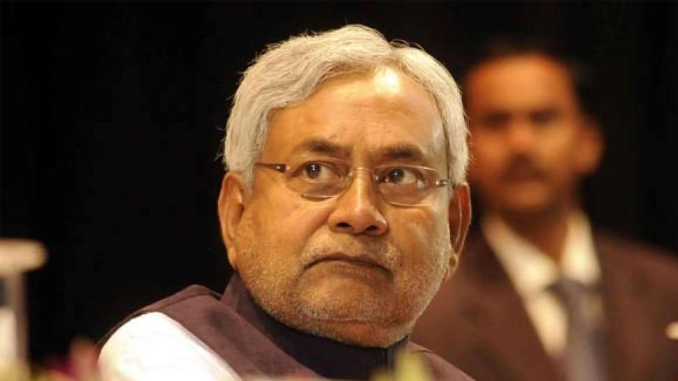 घोषणा पत्र को लेकर विपक्ष के निशाने पर JDU, RJD बोली- फिर पलटी मारेंगे नीतीश कुमार