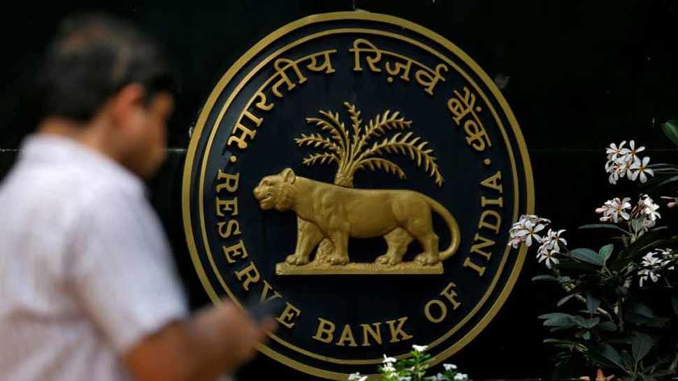 RBI के आदेश पर इस बैंक का बड़ा कदम, फाउंडर से बोनस का पैसा वापस लेगा
