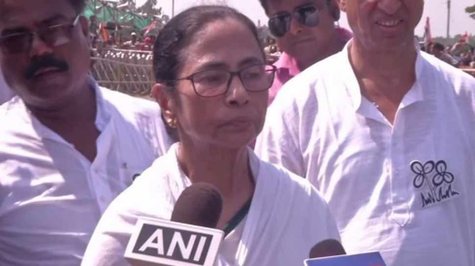 ममता बनर्जी ने चुनाव आयोग को लिखा पत्र, पश्चिम बंगाल में शांतिपूर्ण और निष्पक्ष मतदान कराने का अनुरोध