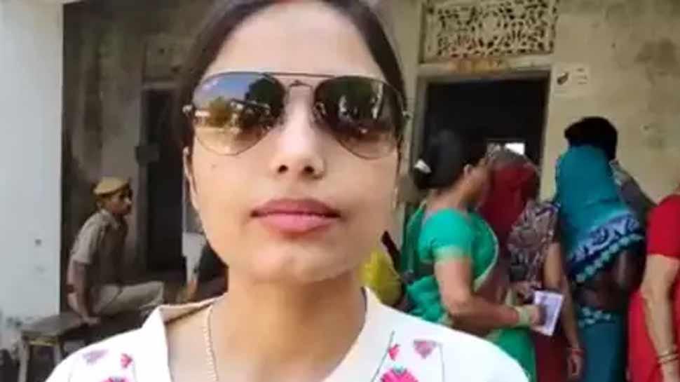 मऊ: वोटिंग के लिए स्वीडन से भारत पहुंची प्रिया, बोली- 'देश के उज्जवल भविष्य के लिए डाला वोट'