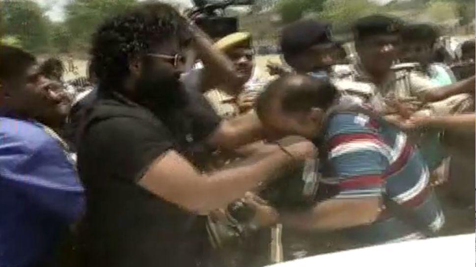 तेजप्रताप यादव के बाउंसर्स की गुंडागर्दी, पहले रिपोर्टर को गाड़ी से धक्का मारा फिर की जमकर पिटाई