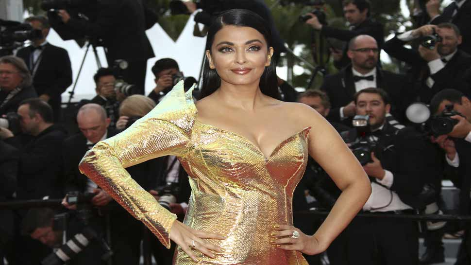 aishwarya rai look goes viral on social media