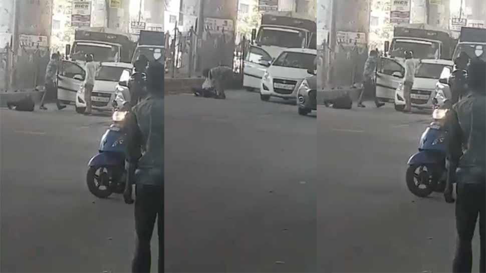 VIDEO: दिल्ली की चहल-पहल वाली सड़क, बदमाश आए और ताबड़तोड़ करने लगे फायरिंग