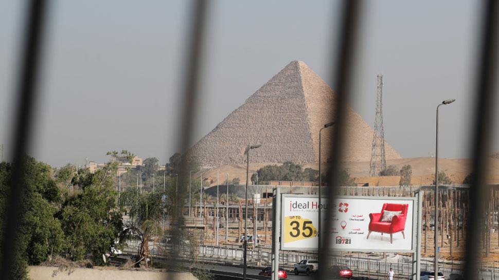 गीजा पिरामिड के पास धमाके की चपेट में आई टूरिस्ट बस, 17 लोग घायल