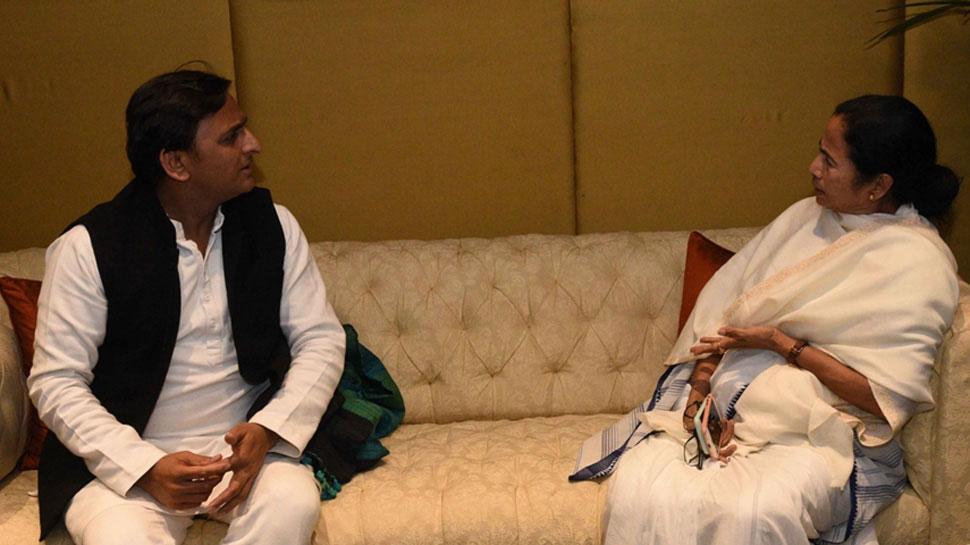 सपा नेता अखिलेश यादव ने ममता बनर्जी को किया फोन, आगे की रणनीति पर हुई चर्चा