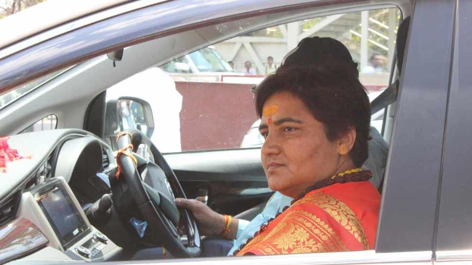 साध्वी प्रज्ञा ठाकुर ने पहले दिए आपत्तिजनक बयान, अब प्रायश्चित के लिए साधा 63 घंटों का मौन