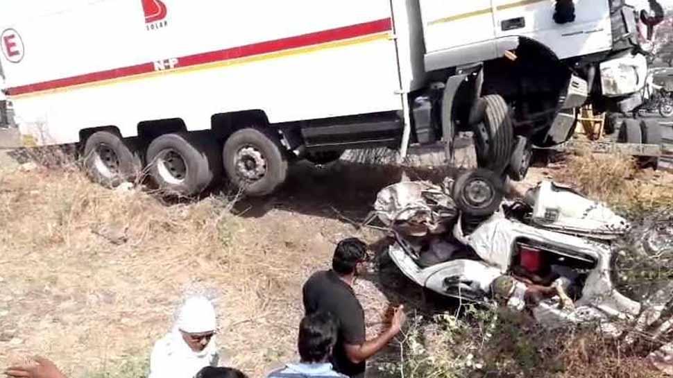 महाराष्ट्र: भीषण सड़क हादसे में अनियंत्रित ट्रक ने रौंद दी 13 जिंदगियां, 3 अन्य घायल