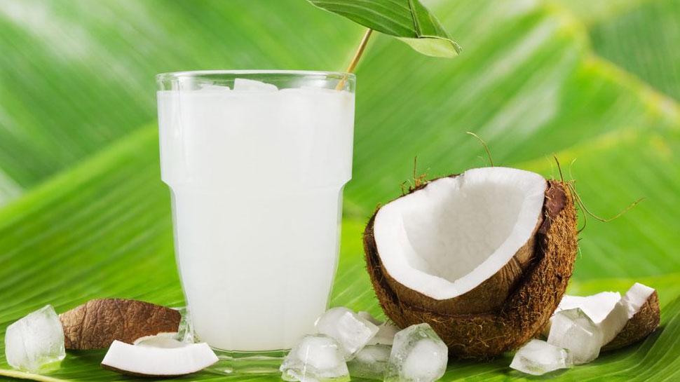 गर्मियों में अमृत से कम नहीं है नारियल पानी, जानें इसके जबरदस्त फायदे