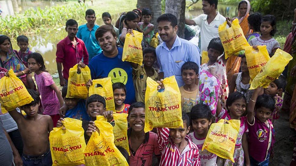 कोलकाता का यह डिलीवरी ब्वॉय बदल रहा अनाथ बच्चों की जिंदगी