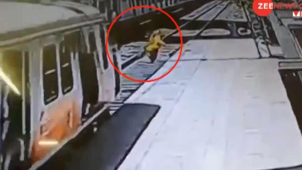 VIDEO: मजबूर मां ने जो किया उसे देख कलेजा मुंह को आ जाएगा, कुदरत ने उससे बड़ा किया करिश्मा