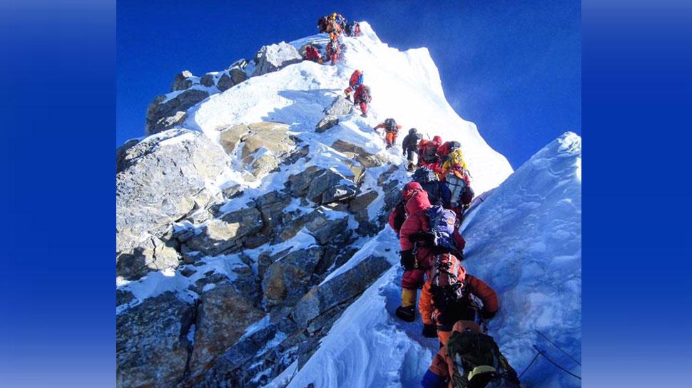 दुनियाभर से 381 लोगों को मिली माउंट एवरेस्ट पर चढ़ने की मंजूरी, सबसे अधिक भारत से