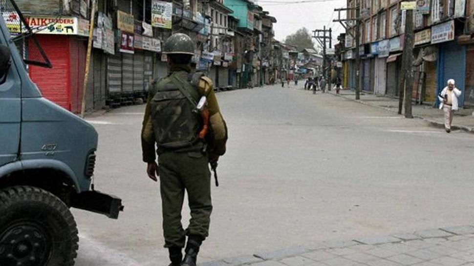 आतंकी जाकिर मूसा के मारे जाने के चलते कश्मीर के कुछ हिस्सों में दूसरे दिन भी कर्फ्यू जारी