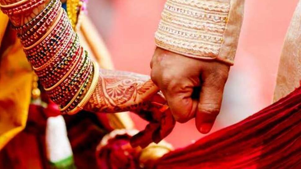 OMG! देर रात थाने पहुंचा प्रेमी युगल और कहा कुछ ऐसा कि पुलिस को आधी रात करानी पड़ी शादी