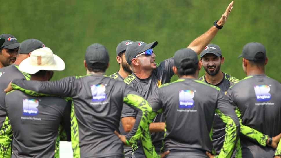 World Cup 2019: भारत से मैच के बाद पत्नी-गर्लफ्रेंड को साथ रख सकेंगे पाकिस्तानी क्रिकेटर