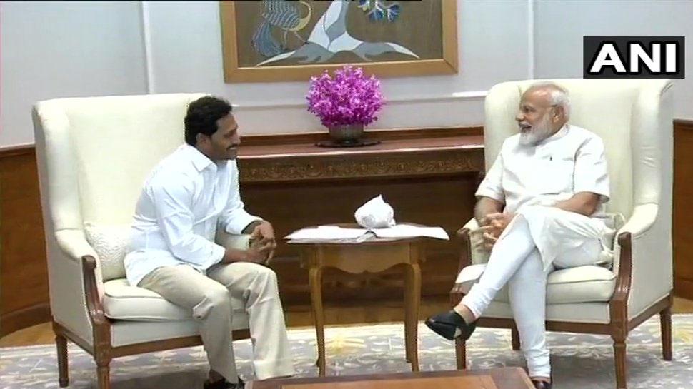 जगनमोहन रेड्डी ने की प्रधानमंत्री मोदी से मुलाकात, तोहफे में दी एक खास शॉल