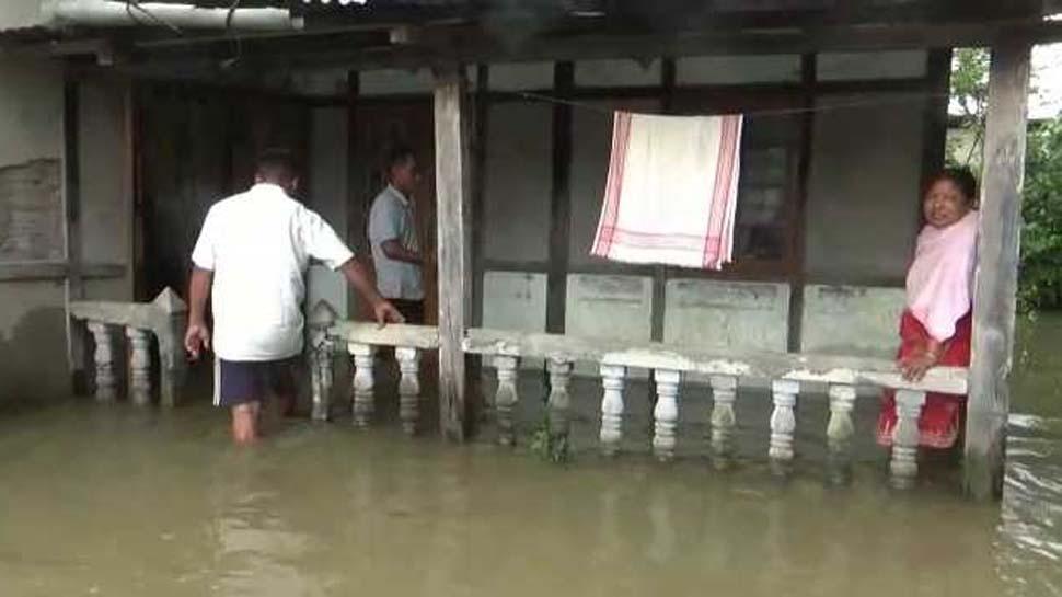 असम में बाढ़ का कहर जारी, कई जिलों में घरों में घुसा पानी