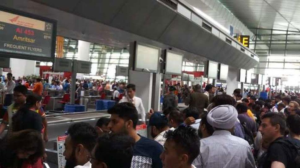 कोलकाता जा रहे यात्री के बैग से कारतूस मिलने के बाद दिल्ली एयरपोर्ट में मचा हड़कंप