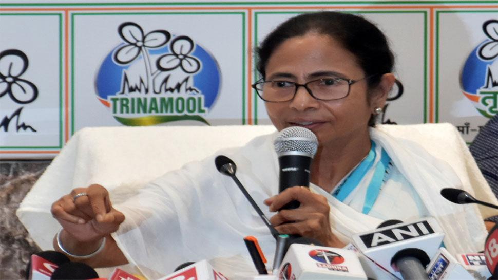 चुनाव में उम्मीद के मुताबिक प्रदर्शन नहीं करने के बाद ममता ने किए मंत्रिमंडल में फेरबदल