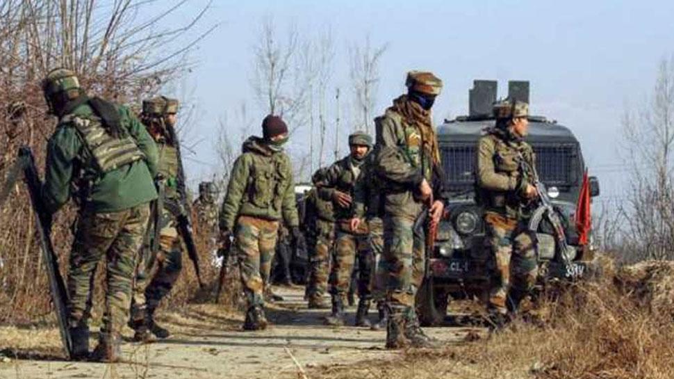 जम्मू-कश्मीर: कुलगाम में सुरक्षाबलों ने मार गिराया 1 आतंकी, एनकाउंटर जारी, इंटरनेट सेवाएं बंद