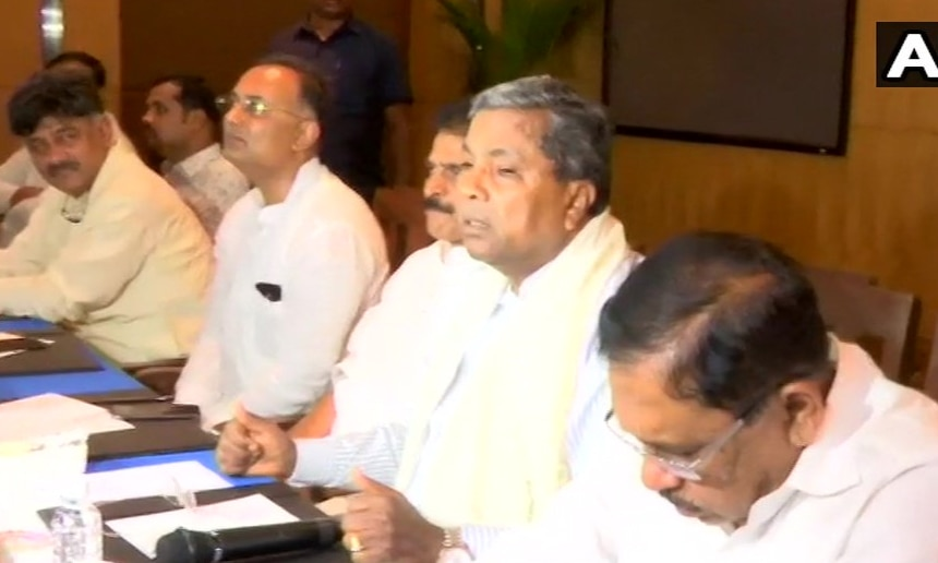 कर्नाटक: खत्म नहीं हो रहा संकट! कांग्रेस विधायक दल की बैठक में नहीं शामिल हुए 2 विधायक