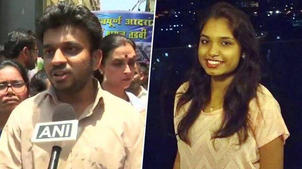 मुंबई : पायल तड़वी खुदकुशी मामले की जांच करेगी क्राइम ब्रांच, परिवार से मिले CM फडणवीस