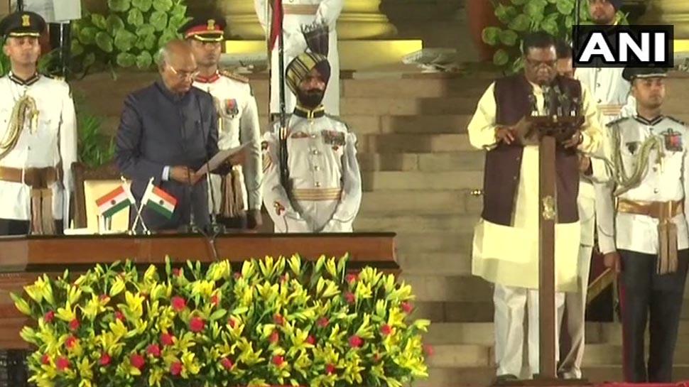 राष्ट्रपति रामनाथ कोविंद ने सही शपथ न लेने पर मंत्री फग्गन सिंह कुलस्ते को टोका, 'मैं..भी बोलना है'