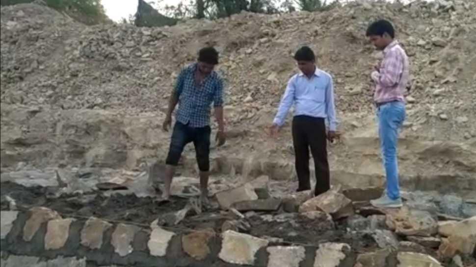 बारां: बाणगंगा नदी की सुरक्षा दीवारों के घटीया निर्माण की खुली पोल, काम रोकने का दिया निर्देश