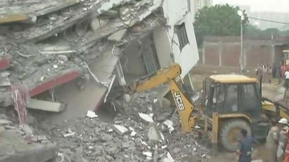 नोएडा में निर्माणाधीन इमारत से गिरने से मजदूर की मौत