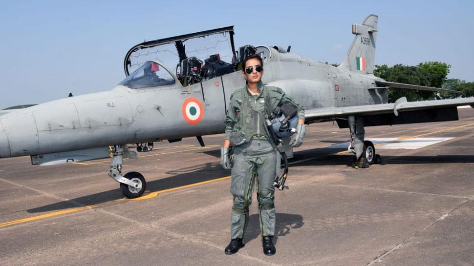 फ्लाइट लेफ्टिनेंट मोहना सिंह हॉक जेट उड़ाने वाली पहली महिला पायलट बनीं