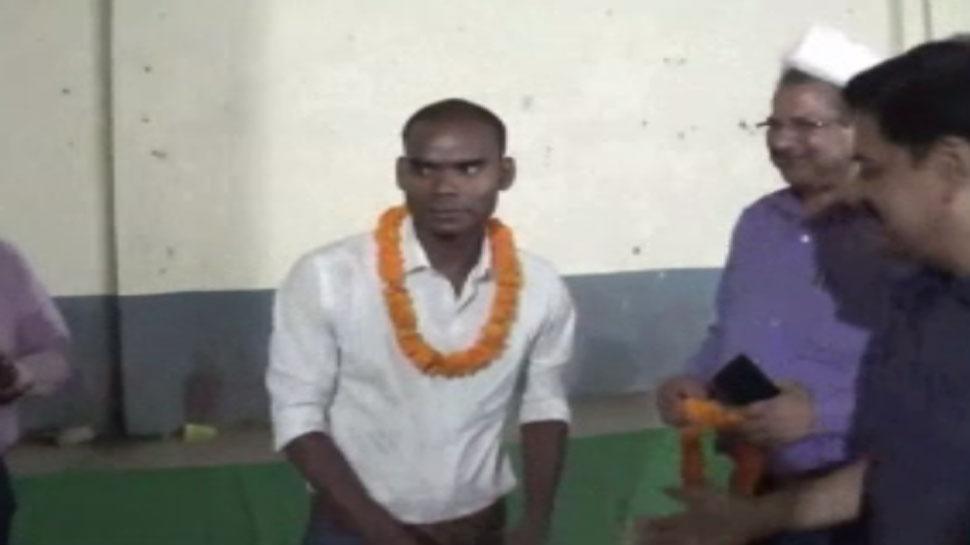 बिहारः कड़ी मेहनत के बाद दो साल में दुर्गेश बना सिपाही से दरोगा