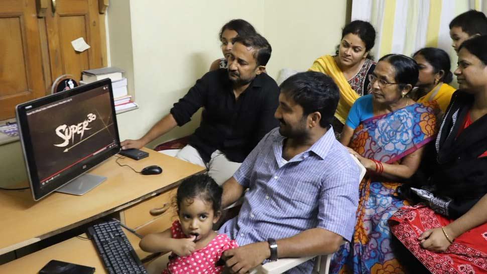 आनंद कुमार ने देखा ऋतिक रोशन की 'सुपर 30' का ट्रेलर, वीडियो देखकर रो पड़ा पूरा परिवार