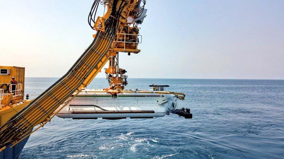VIDEO: नेवी ने हासिल की खास क्षमता, समुद्र में 100 मीटर अंदर फंसी पनडुब्बी से जवान निकाले