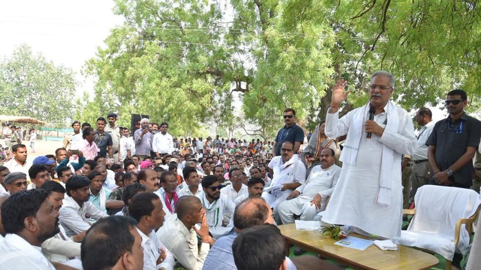 छत्तीसगढ़ः धमतरी CM भूपेश बघेल ने लगाई चौपाल, सुनी लोगों की समस्याएं