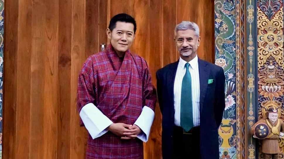 भूटान नरेश से मिले जयशंकर, भारत की 'पड़ोसी प्रथम' की नीति को किया रेखांकित