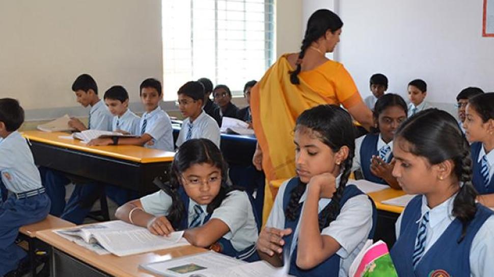 बच्चों के रिजल्ट ने बढ़ाई शिक्षकों की मुश्किलें, वेतन वृद्धि पर चल सकती है कैंची