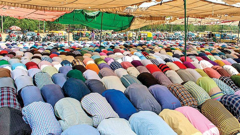 बरेली में सड़क पर नमाज पढ़ने को लेकर हंगामा, इमाम समेत 100 अज्ञात लोगों के खिलाफ FIR