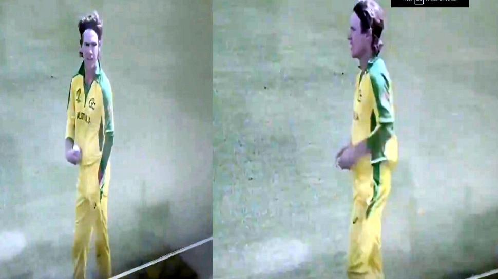World Cup 2019: जेब में क्या छुपाकर लाया था यह कंगारू बॉलर, बार-बार पॉकेट में डाल रहा था हाथ, देखें VIDEO