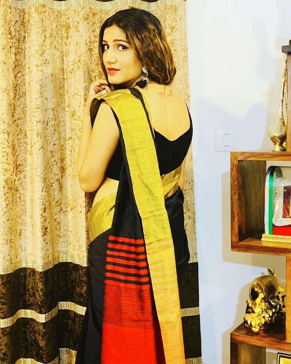 sapna choudhary black saree photos goes viral